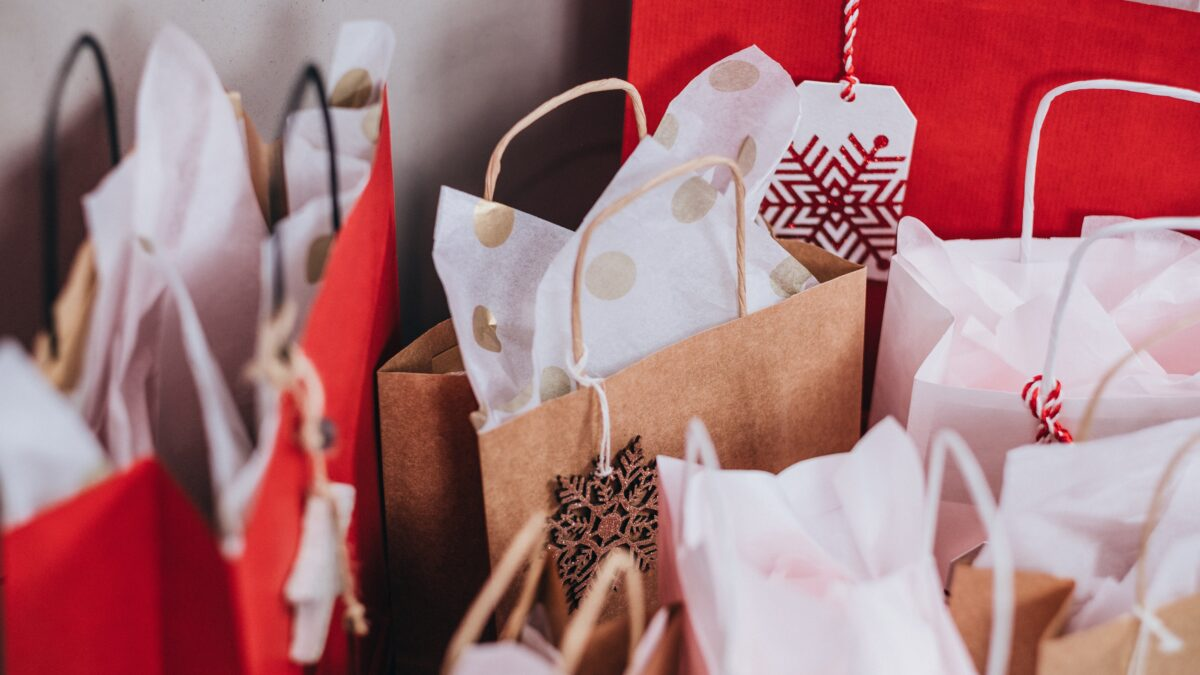 Survey: Two-thirds of Canadians to shop in-store for Christmas