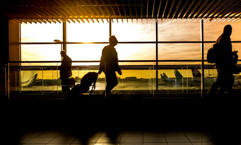 5 strategies to keep last-minute travel costs in check